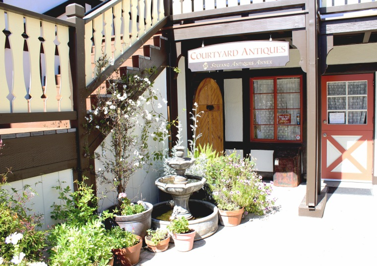 Solvang_courtyard